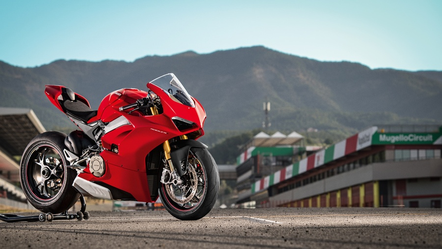 Panigale V4S Red MY18 01 Pista Video Full 1330x748
