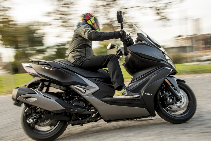 Kymco Xciting S 400i action 4