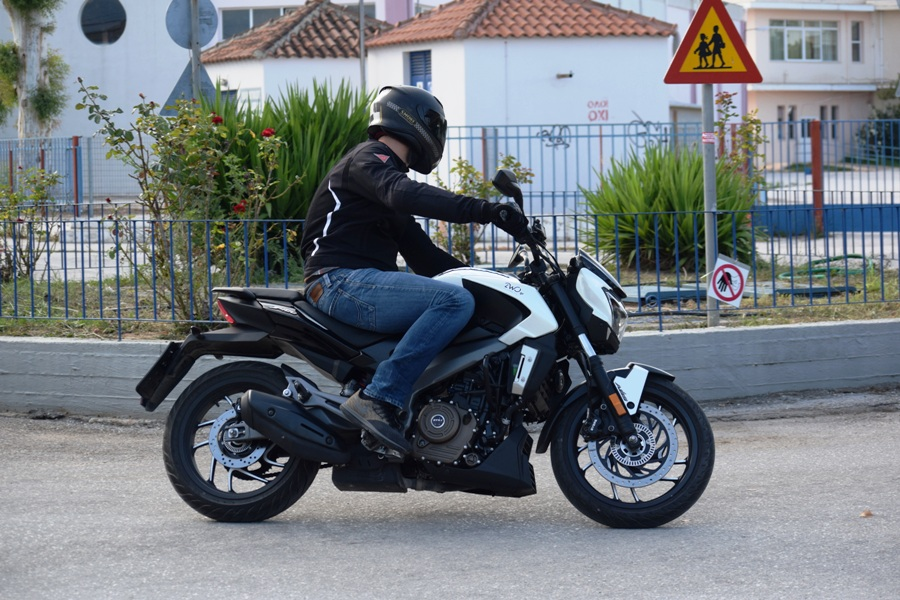 test bajaj dominar action 3
