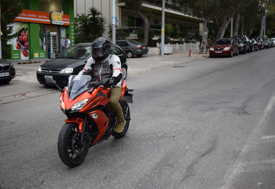 test kawasaki ninja 650 action 2