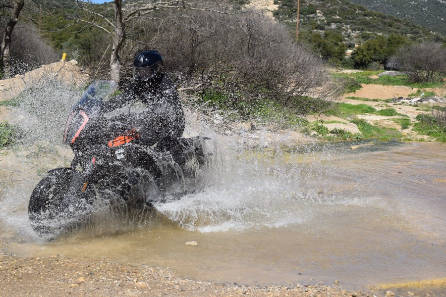 KTM 1290 Super Adventure S action 2