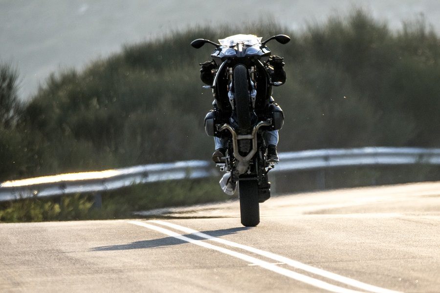 BMW R1200RS action 2
