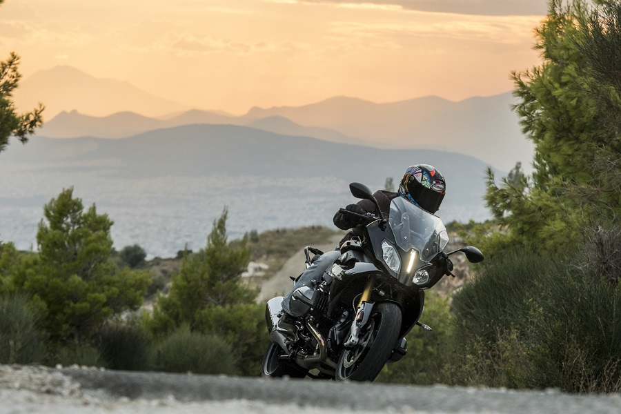 BMW R1200RS action 3