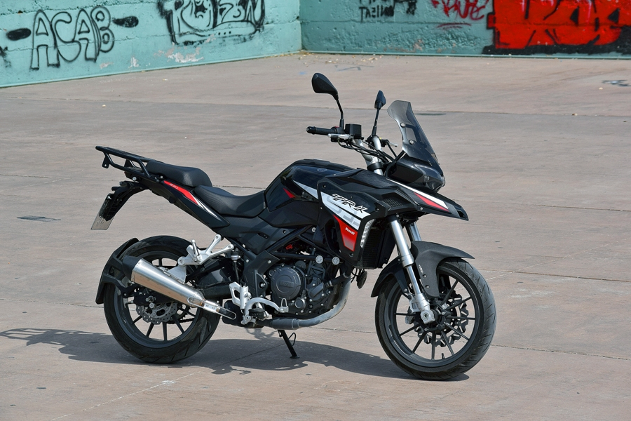 benelli trk 251 ambience 2