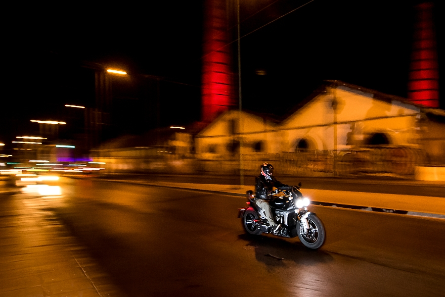 Triumph Rocket 3 GT action 4